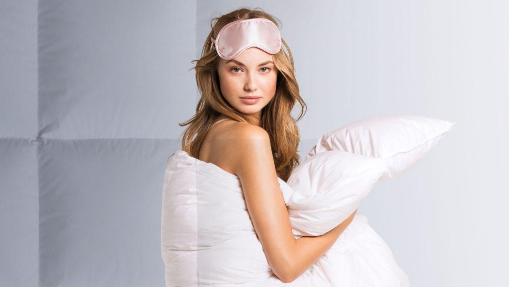Guter-Schlaf-mit-hochwertige-Daunendecken