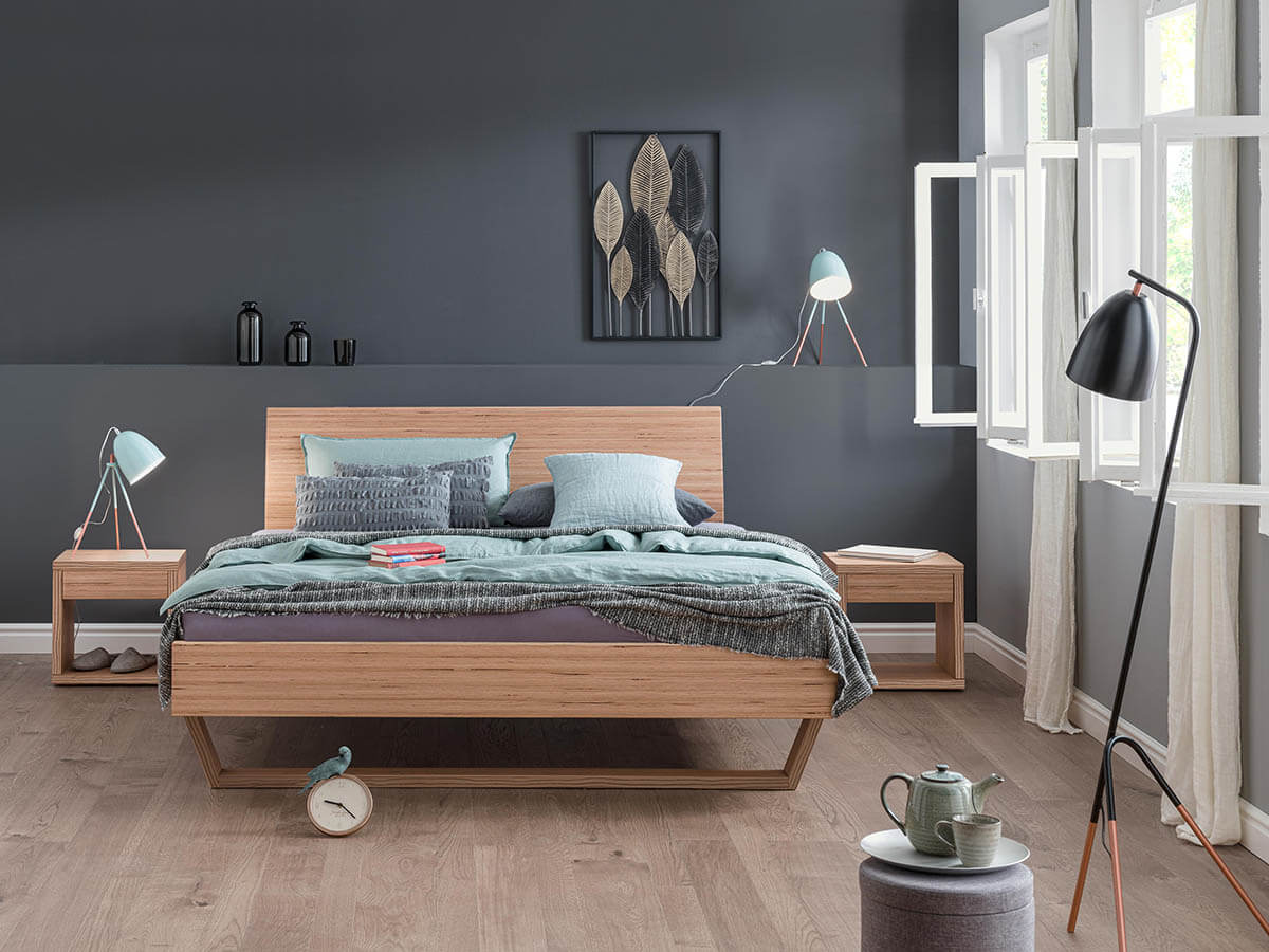 Dormiente-Massivholzbett-Udana-Designbuche-Ambiente