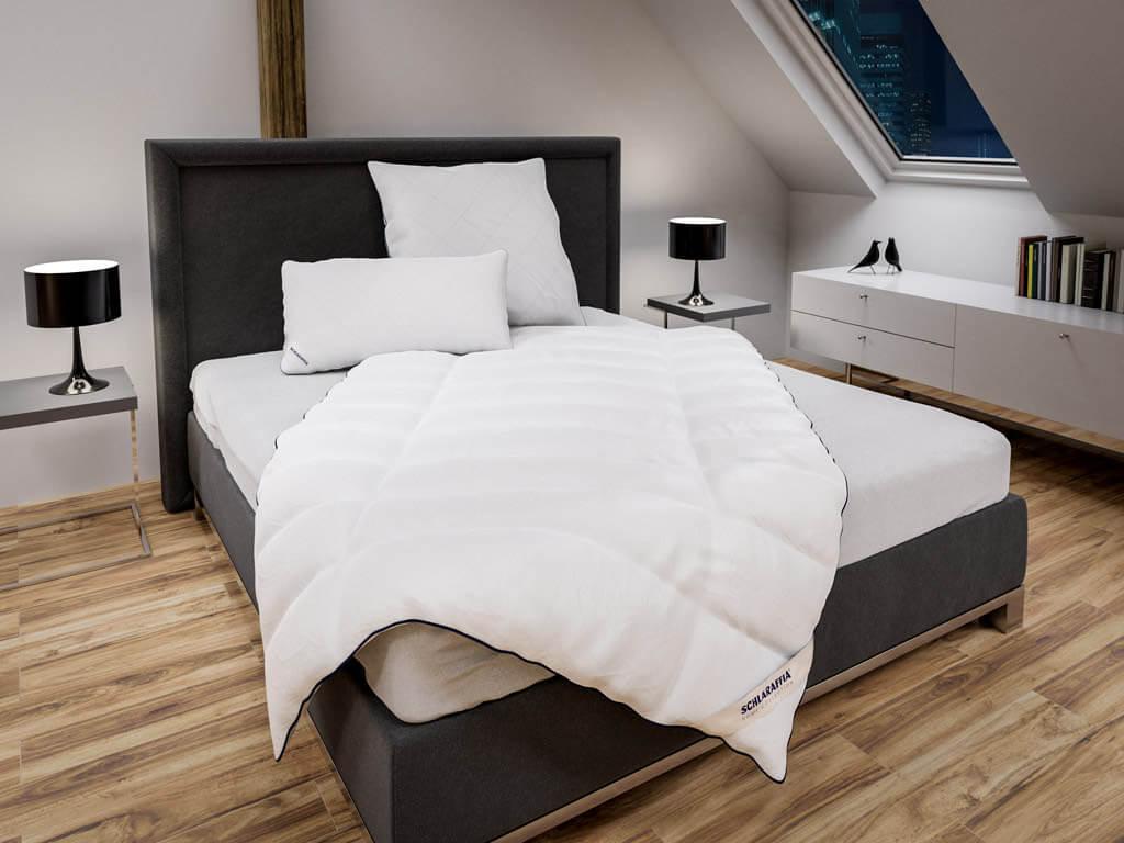 Kunstfaserdecken-bequem-online-kaufen-Abbildung-zeigt-Schlaraffia-Koerperform-Relax-Bettdecke
