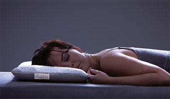 Das-richtige-Kissen-fuer-Bauchschlaefer-von-Dormiente