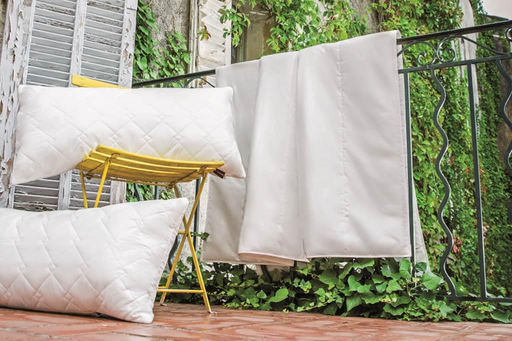 Centa-Star-Royal-Sommerbett-Ultra-Leicht-Bett-Ambiente