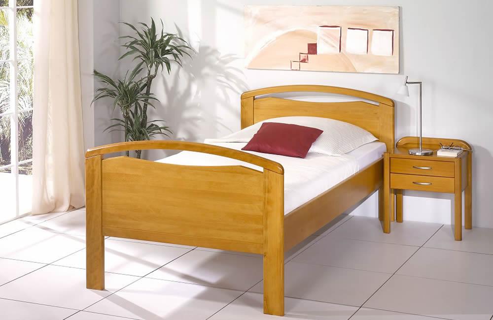 Stoll-Senioren-Bettgestell-Brilion-mit-Nachttisch-Ambiente